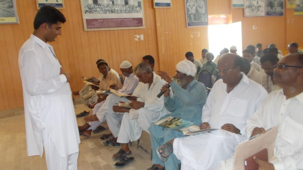 Master Training listening to the concerns of the fishermen at a training in Pasni (Baluchistan)