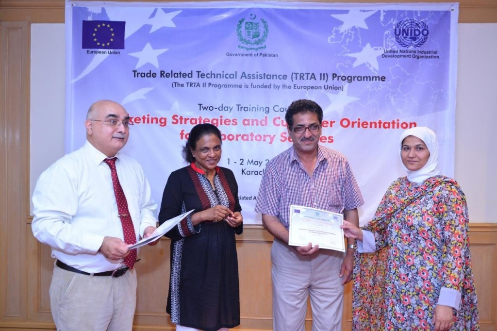 Dr. Mubarik Ahmad, DG DPP and Dr. Nirmala Pieris (TRTA II International Expert) distributing certificate to workshop