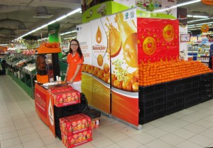 Kinnow stall at the Sheng Siong supermarket