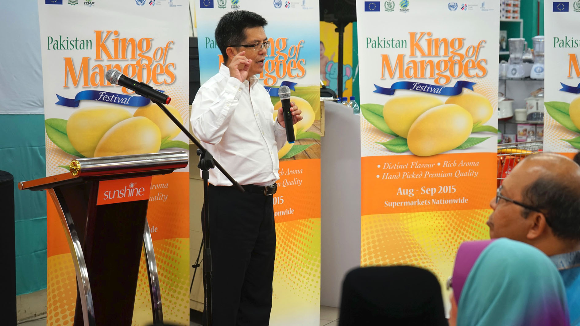 Kit Chan of UNIDO enlightening the guests on Pakistan mangoes and the TRTA II Programme.