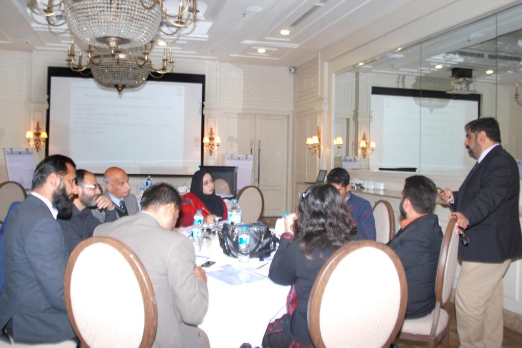 Mr. Tariq Qamar (BVC) training the participants in FSSC 22000 LA course (2)